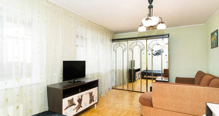 Светлая квартира стандарт класса посуточно в Екатеринбурге